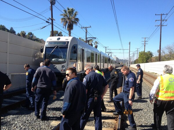 Personnel from the SPPD #SPFD and @LAFD got some update training today on the @metrolosangeles Gold Line. #goodstuff http://pic.twitter.com/TAgdutTMsF
