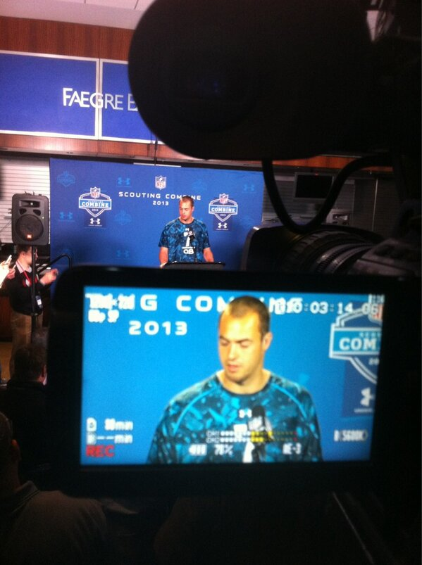 Landry Jones speaking with the media. #NFLCombine http://pic.twitter.com/ks17tQIUl1