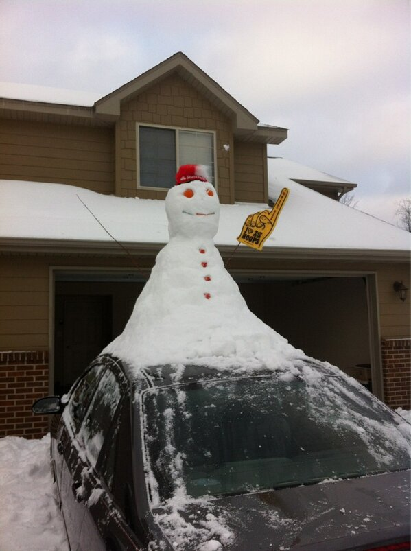 Mizzou snowman! Made on top of @MIZ_Floyd's car with help from @JasonCornholio! http://pic.twitter.com/707fDX8vQy