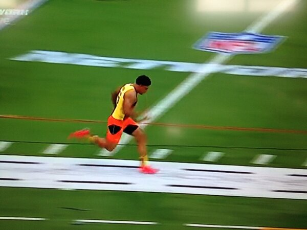 The best 40 time for #Vols @mychalrivera is 4.80 at #NFLCombine http://pic.twitter.com/bpalh6Jbyn