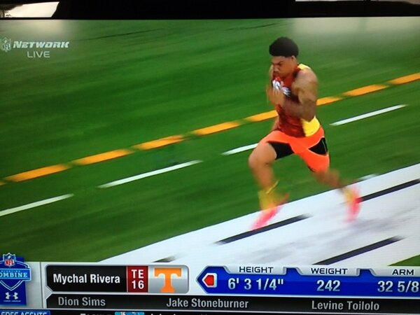 #Vols @mychalrivera runs unofficial 4.80 in 40 at #NFLCombine http://pic.twitter.com/M0gpT4ryDR