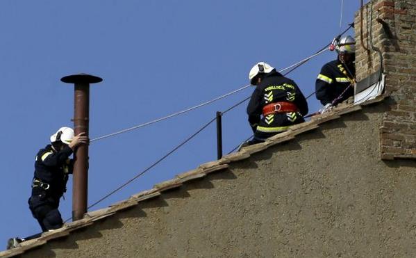 Thumbnail for Der Weg zum neuen Papst - Tag XI: Sixtinische Schornsteinökumene