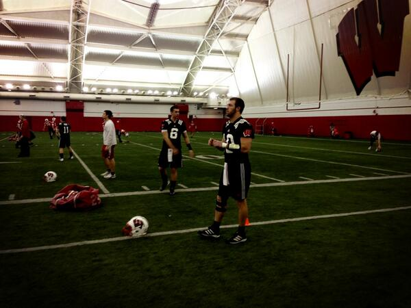 As promised pictures of black QB jerseys with numbers at #Badgers practice http://pic.twitter.com/Vb4hCZJZsm