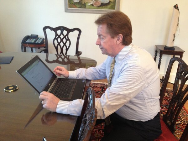 Hello, alumni, and welcome to the 1st #AskAUPresident Twitter Town Hall! I'm ready & excited to tweet about AU w/you. http://pic.twitter.com/vTNQqXpzPO