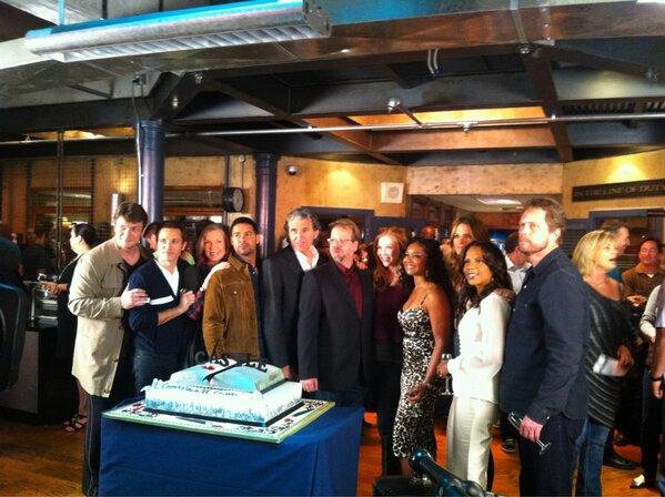 100th episode press & cake BEJNfSFCQAAQN45
