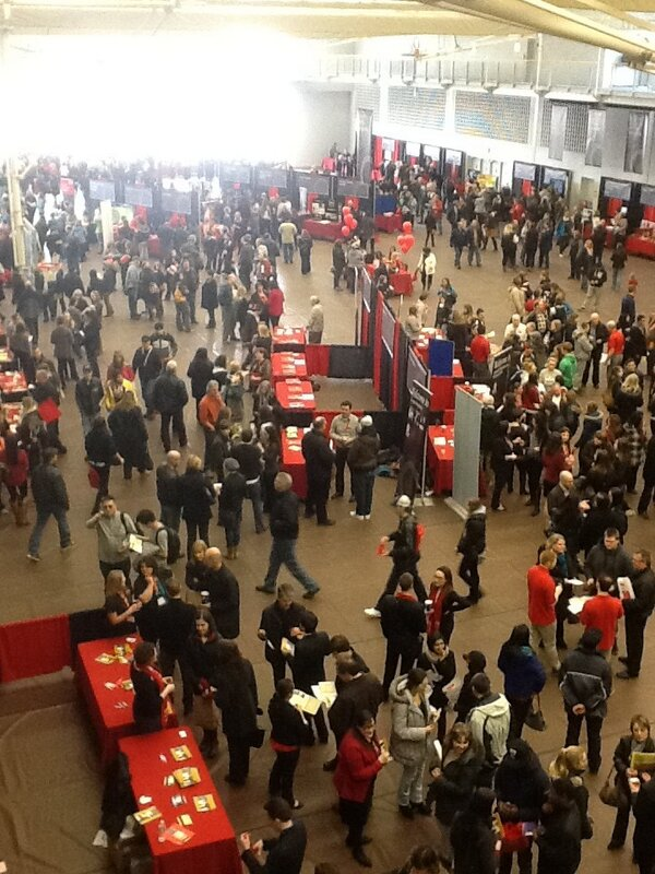 #BrockOpenHouse is in full swing! Thanks to all the students helping out! @BrockUniversity http://pic.twitter.com/xauUK20sQC