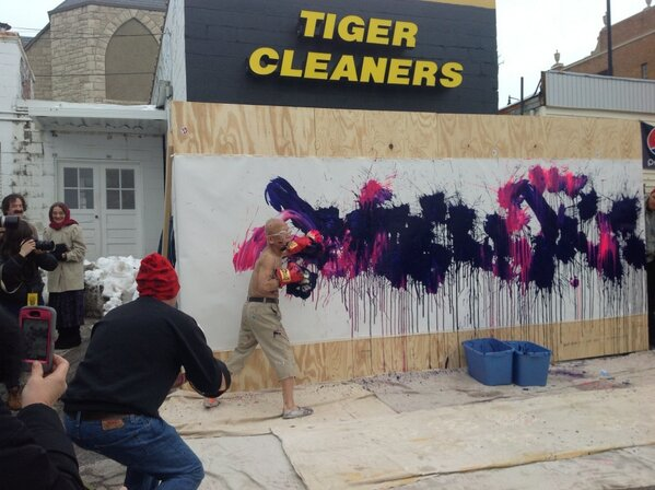 The canvas hits the canvas! #TrueFalse http://pic.twitter.com/uxIquH2JOR