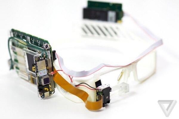 Google Glass:  Quali sono le caratteristiche tecniche e memoria