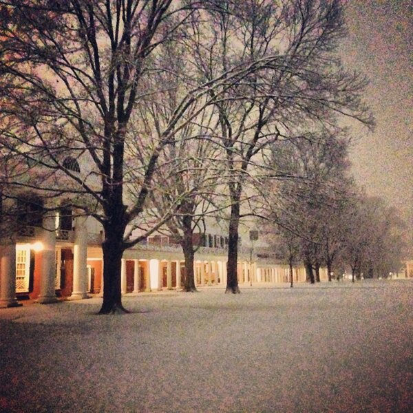 Y'all...the lawn looks real good right now #uva #studybreak http://pic.twitter.com/8p7PQvcvzK