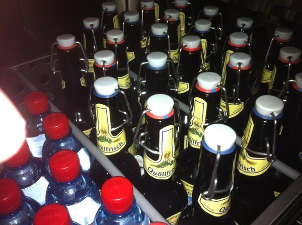 Getränke stehen bereit! Und der offizielle Hashtag ist #geobeerCH http://pic.twitter.com/KCj4ivrFxb