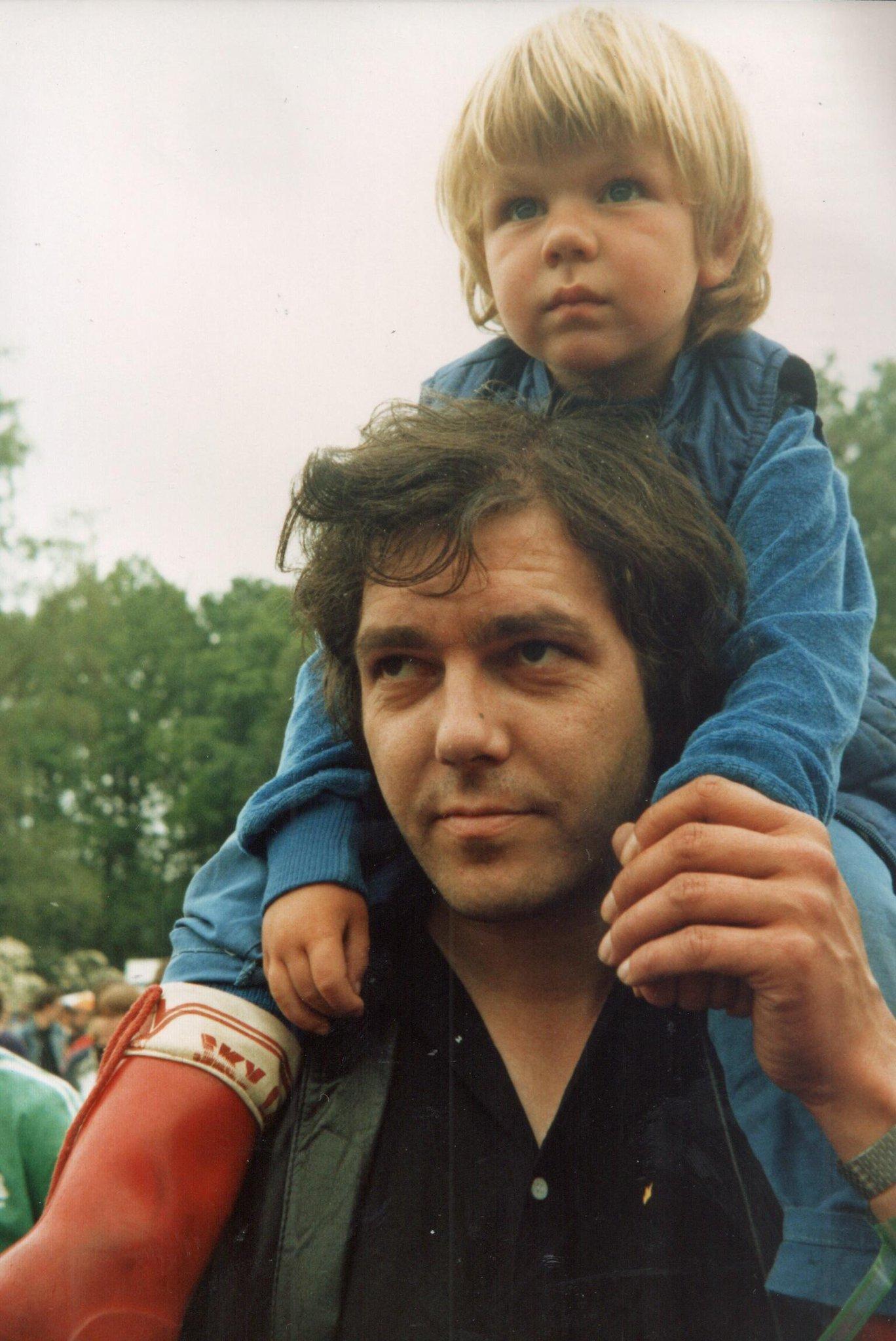 De 2 makers van het radioprogramma Weeshuis van de Hits (1981-1991) samen op de foto! Met dank aan Willem van Londen. http://t.co/jyUajTsywv