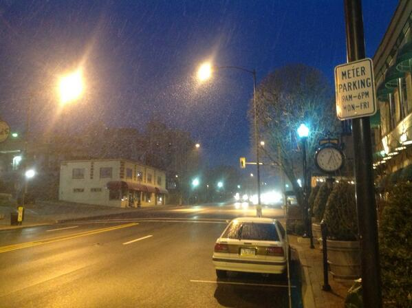 Snow coming down in Conshohocken. @nbcphiladelphia #phillyweather http://t.co/gpOW4EWB2c