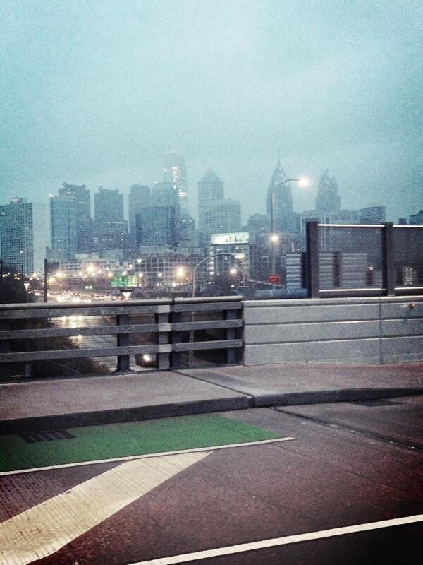 Light snow falling this morning in the city of Philadelphia. http://t.co/WVQ2SIaVYh
