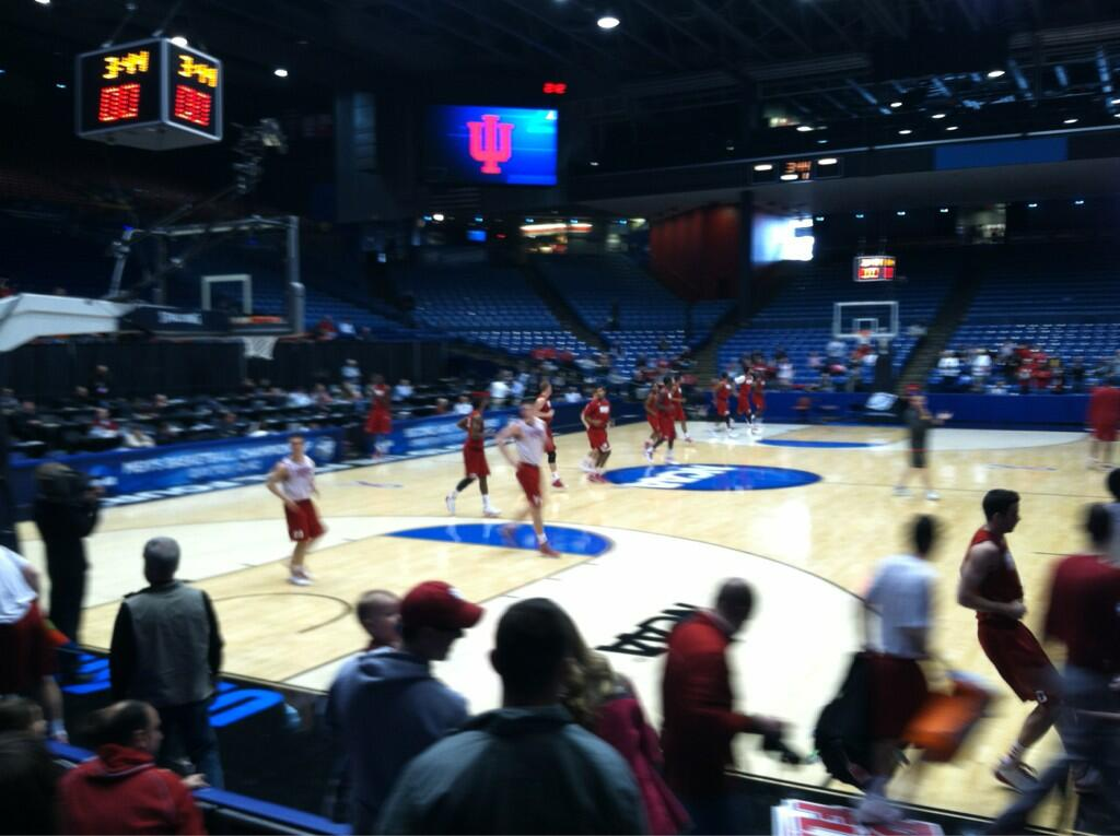 Twitter / IUBloomington: The Hoosiers hit the floor ...