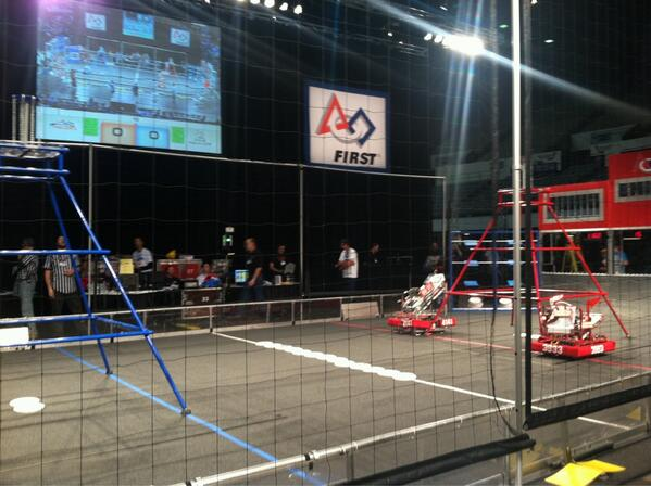 At the LA Regional Robotics Competition! Watch #KCAL9 at 4pm and #CBS2 at 5pm for the story. @eileenkahn #omgrobots http://pic.twitter.com/P2Y4gvXoaO