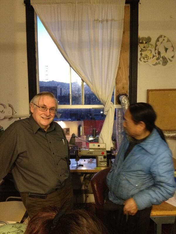 Lee Felsenstein has a great smile! (with Mike Khan) @noisebridge #5mof http://t.co/eQwwxR5Mxa