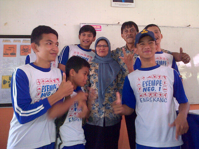 Last day with mrs. Masnah and mr.muslimin:'(:*♥★ http://t.co/xopQVHOF5x