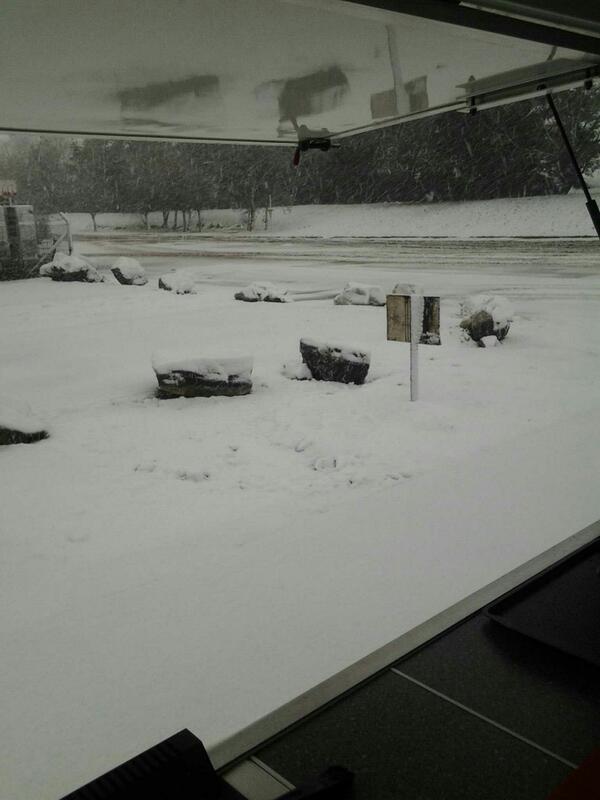 @dailypostwales outside my buttyvan on zone 1 Deeside Ind Park #snowjoke http://t.co/LbgnPgTsHF