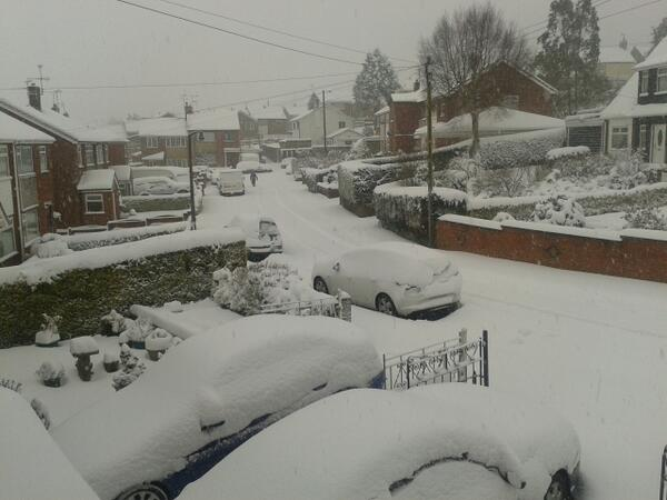 30 cm and still coming down. @dailypostwales @leaderlive http://t.co/cCZCz6IX2Z