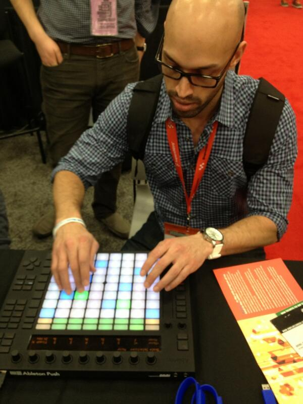 Twitter / zenmasterfoo: @QUEZmv plays with an Ableton ...