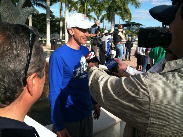 @CoachEnfield swarmed by media after returning to #TheFort with the #ASunMBB Championship #WeAreFGCU http://pic.twitter.com/YE98Y949YG