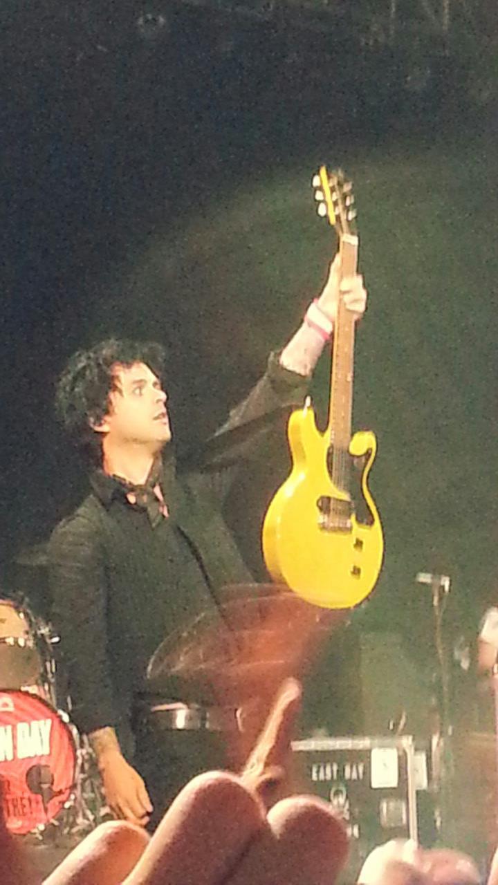 Green Day @ Fox Theatre 10/03/2013 BFDFXKhCAAALaJk