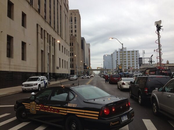 Police have blocked off Lafayette as Kwame Kilpatrick conviction news filters out. http://pic.twitter.com/sf0f0GEVZv