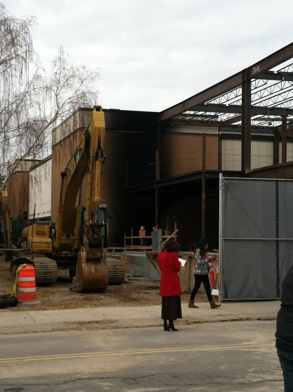 poor #beanmuseum caught on #fire today :(  #charred http://pic.twitter.com/5jHr3gbK5m