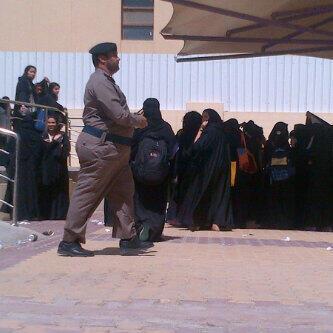 فرقة تخمد حريق جامعة نورة..