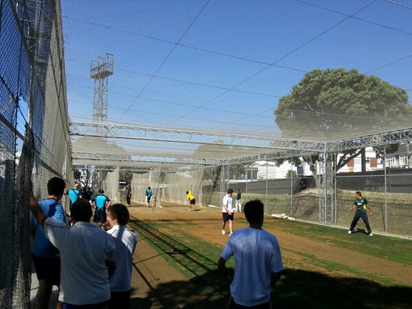 Net session at the Basin - local bowlers helping put the chaps through their paces #nzveng ^RI http://pic.twitter.com/1bNWTpdqCe