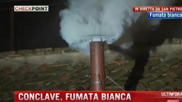 "¡Fumata blanca! #HABEMUSPAPAM #Cónclave""  http://bit.ly/tBDNFO http://pic.twitter.com/wAeWDcStMw"""