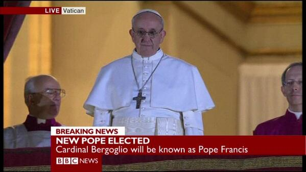 PICTURE: Moment new #Pope appeared on Vatican balcony - Jorge Mario #Bergoglio of Argentina http://pic.twitter.com/rQN0uPTpel