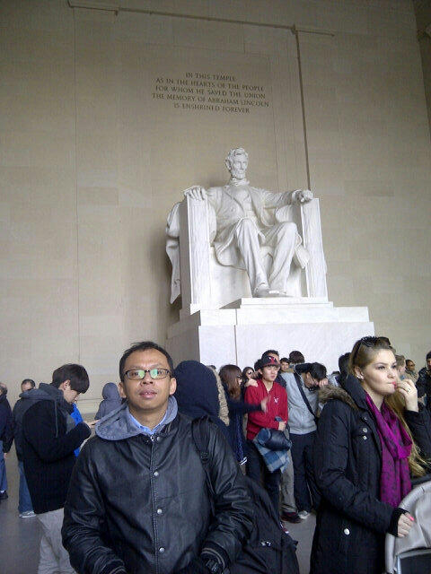 Twitter / asyafa: At Lincoln Memorial ...