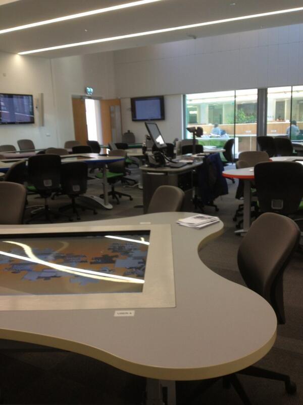 10 tables which hold 6 people on each plus 10 screens on the wall #cll1213 http://pic.twitter.com/LUTwIPJcQz