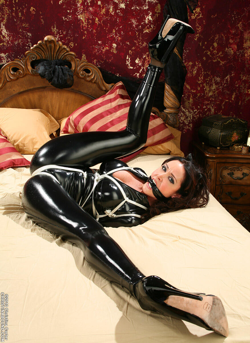 leather-fetish-bondage-pictures-ebony-nudes