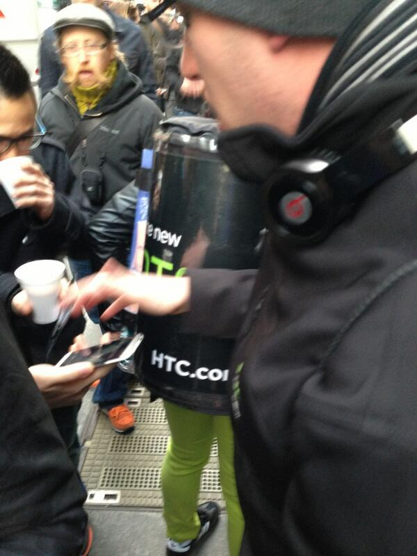 Twitter / harrymccracken: People from HTC are handing ...