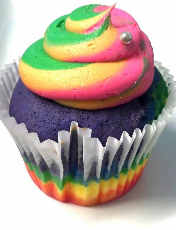 "... : ""We'll have Unicorn Poop cupcakes tomorrow. http://t.co/3EEUoCnqiG Unicorn Poop Cupcakes"