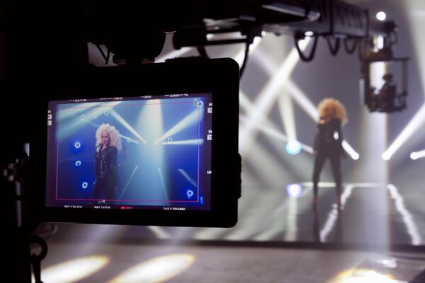 """El video de """"Feel This Moment"""" será lanzado esta semana! - Página 2 BFXSd6cCYAArtVL"""