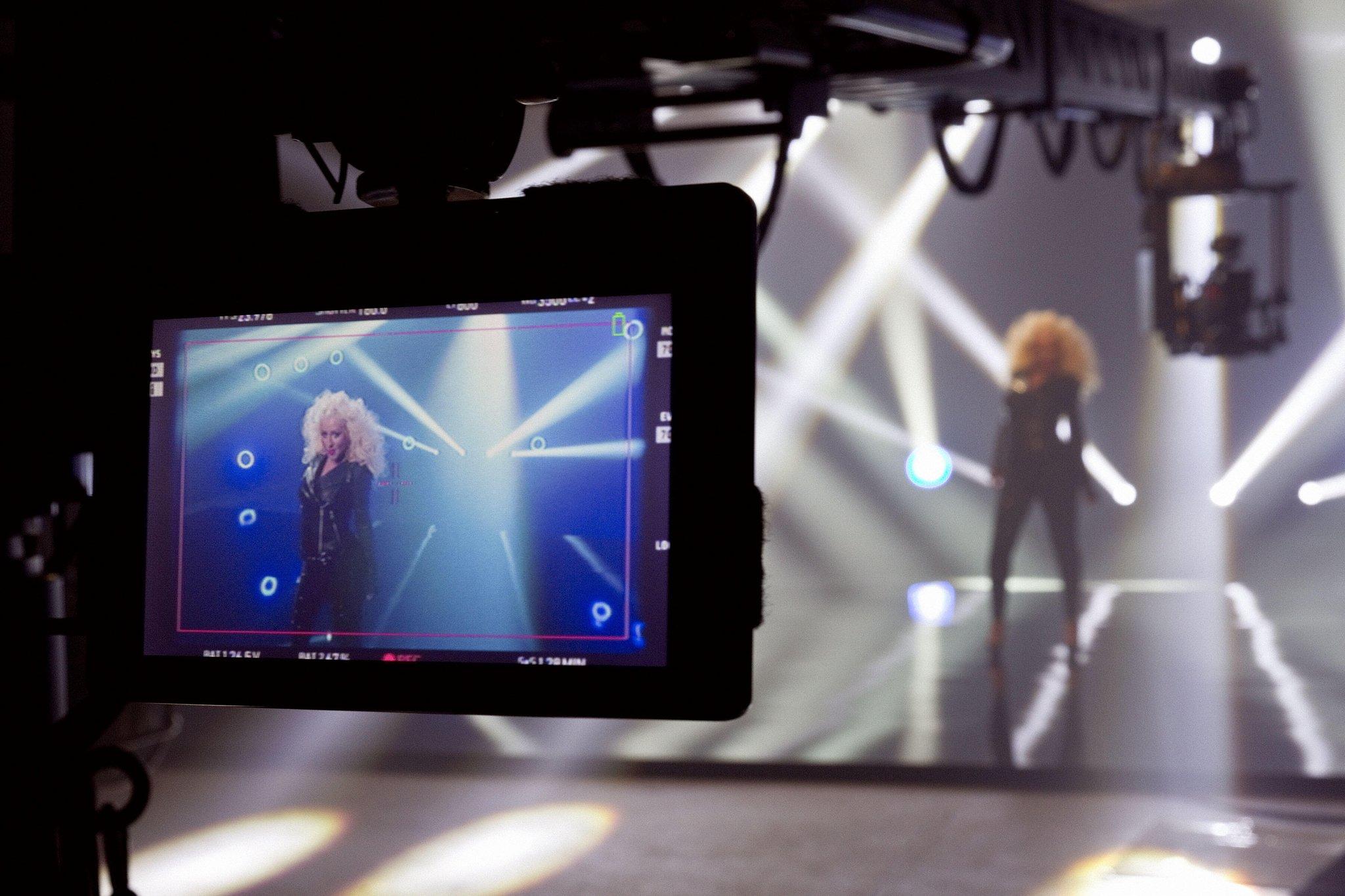 """[Fotos] Christina Aguilera en el Set del Video """"Feel This Moment"""" BFXSd6cCYAArtVL"""