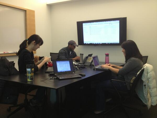 Rainforest Expeditions Team 202 finishing up work at @MichiganRoss before departing for Peru! #RFE202 #RossMAP http://pic.twitter.com/09LNvEnMcf