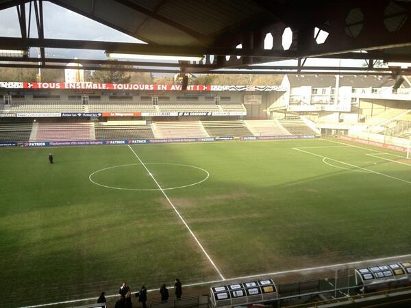 [29e journée de L2] EA Guingamp 1-0 SM Caen - Page 2 BFafk8pCAAE_0W7
