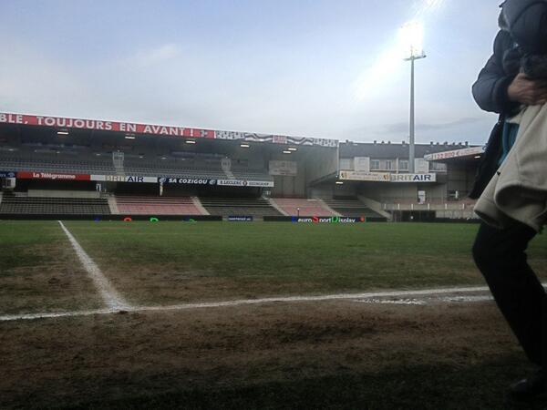 [29e journée de L2] EA Guingamp 1-0 SM Caen - Page 2 BFak0F3CAAAzfs6