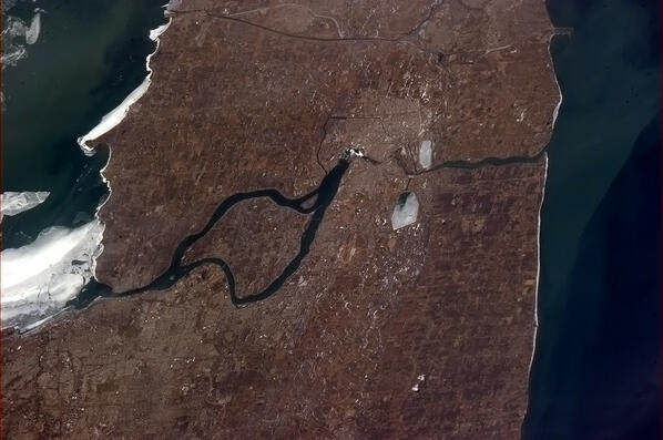 Twitter / Cmdr_Hadfield: Erie on the left, Ontario on ...