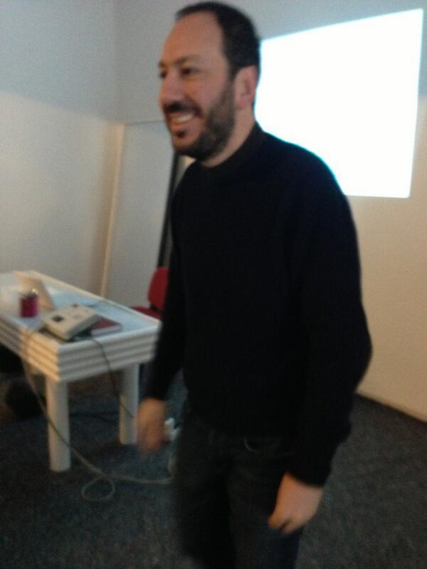 @simone_pacini inizia... #comunicateatro http://pic.twitter.com/VxQ4bSRnXm