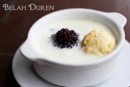 "menggoda.. bingiiit ""@Kuliner_Bandung: Durian Sauce Vanilla @belahdoeren, Duren Lovers wajib coba ini! Pin:260CA04B pic.twitter.com/S36ktJx3oE"""