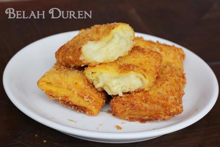 "-_____- @vaw__6: Aduh ngiler :( Durian Goreng @BelahDoeren risoles isi daging durian dgn keju mozarella yg gurih pic.twitter.com/HtuJrFko3i"""""