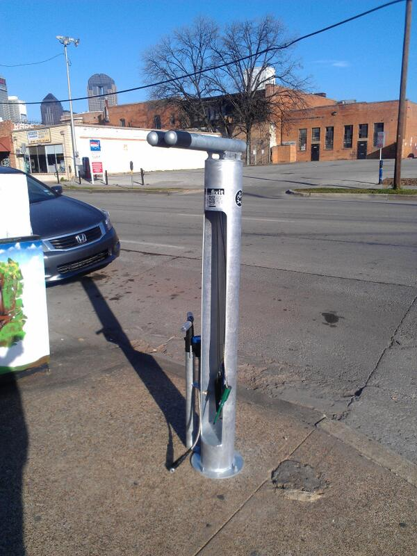 Bicycle repair and maintenance station on Commerce in Deep Ellum. Free to public! #bikedallas http://t.co/bJTTKQD5GX
