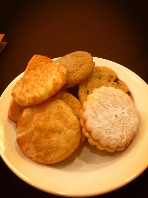 #ccon can't wait for closing remarks by fierce diva @carolqueen  #cconck -loving my tea & cookies I'm a cookie whore http://pic.twitter.com/gKcR8GTwyQ