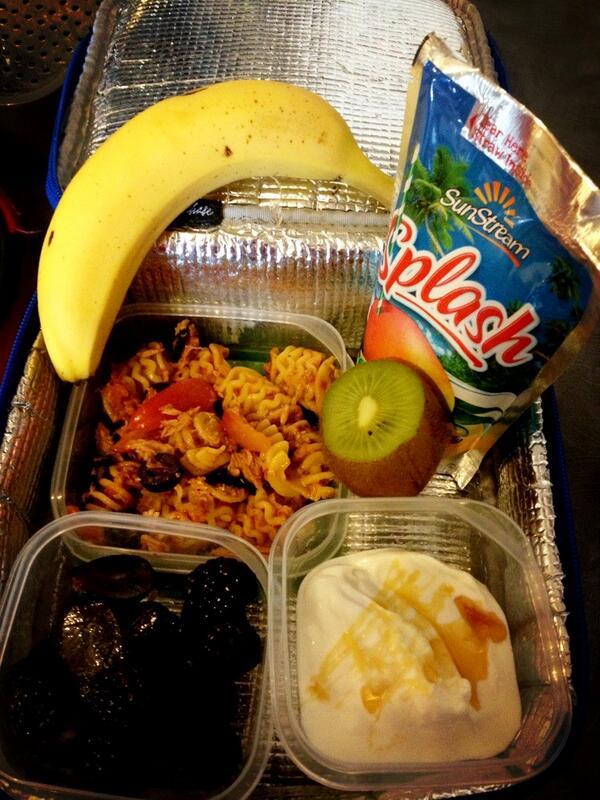 @guardian tuna pasta, yogurt & honey, grapes & blackberries, kiwi & banana. #Manchester #GdnLunch http://pic.twitter.com/JX9gwykxvt
