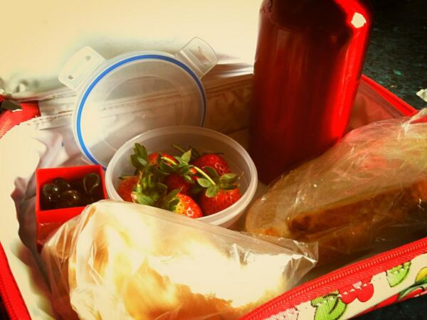 """@Malindahoney: @guardian olives,tiger bread ham sandwich,poppadoms, strawberries & diluting juice. http://pic.twitter.com/lJIKz0BPpA"" #Gdnlunch"